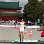 京都マラソン2016結果 京産大の上門大祐選手が優勝 山中教授も完走