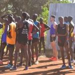 Running With Kenyans 吉野剛さんがケニアランナーに裸足指導!